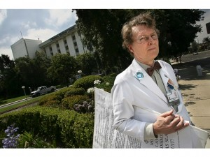 Dr. Michael Fitzgibbons stands outside of Western Medical Center in Santa Ana in 2006. Photo source: RYAN HODGSON-RIGSBEE (Orange County Register)